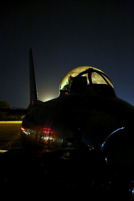 F-86 Sabre at night (Photo: Angus MacKenzie/Gizmag.com)