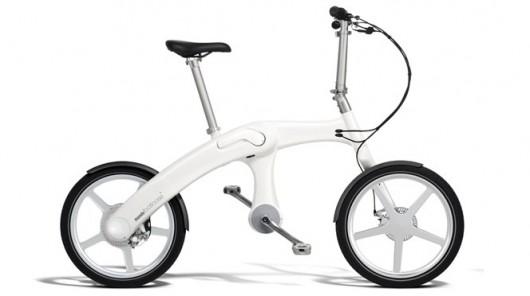 The Mando Footloose is a folding e-bike with a chainless drivetrain