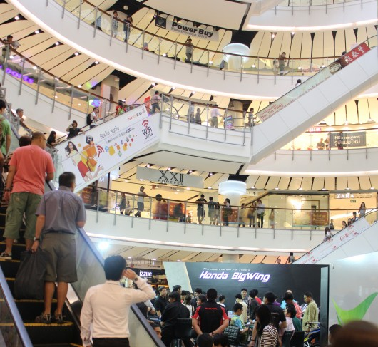 The third largest shopping center in the wold provided a spectacular backdrop (Photo: Husn...